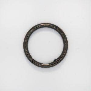 Кольцо с замком, цвет - черный никель, d 4 см.